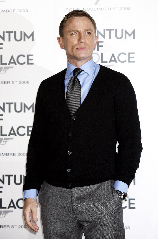 28136762a1214b Daniel Craig. | Male Pose in 2019 | Daniel craig, Daniel craig style ...