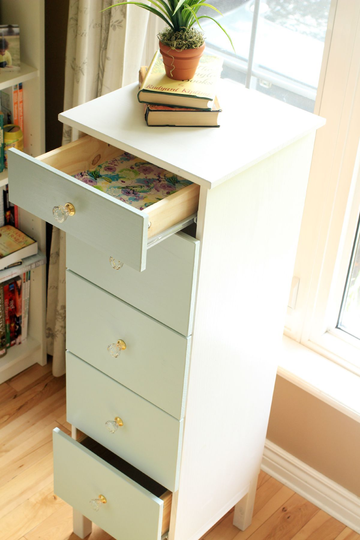 Exceptionnel This Ikea Tarva Dresser Makeover With Fabric Lined Drawers Is A Fairly Easy DIY  Furniture Makeover Project That Results In A Gorgeous One Of A Kind Piece!