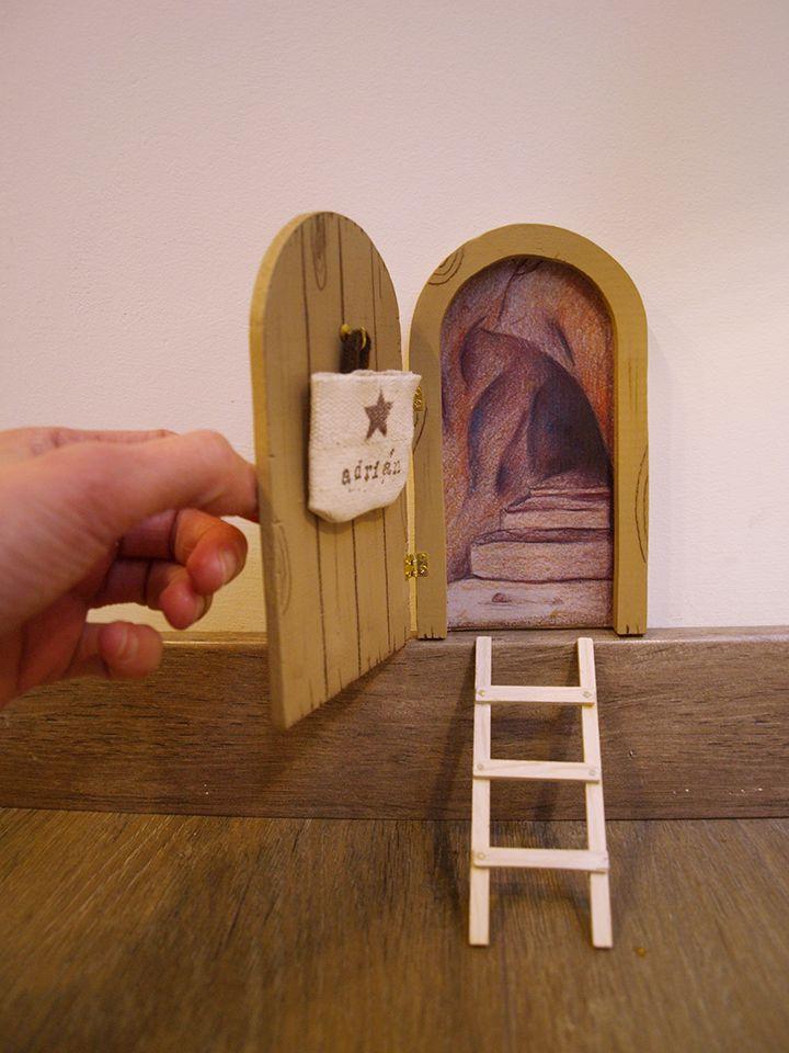 Puerta para el rat n p rez que se abre tiene un peque o for Puerta raton perez