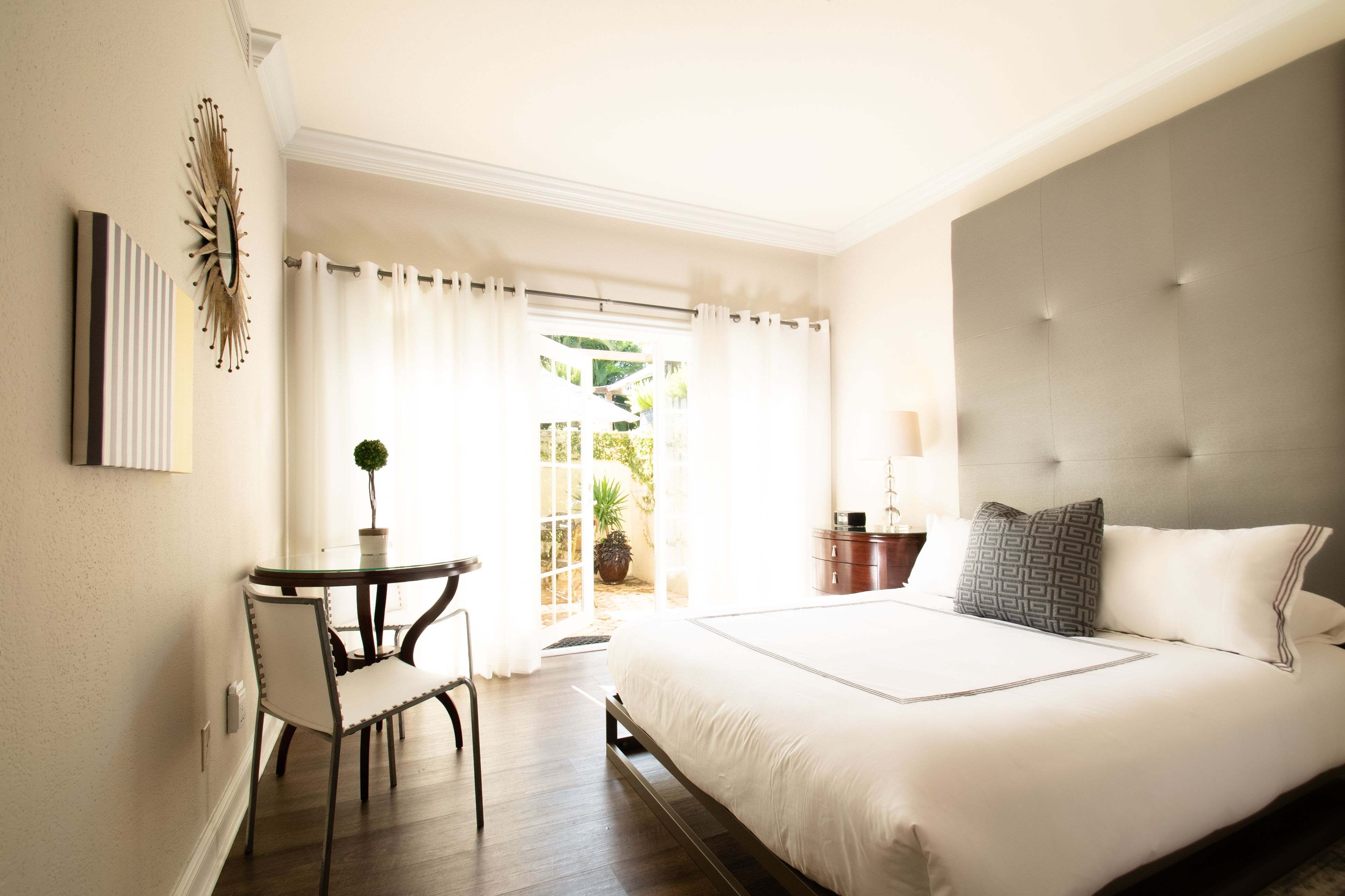 Luxurious bungalows with hidden private gardens awaits you at The Escalante! 🌴 ~~~~~~~~~~~~~~~~~~~~~~~~~~~~~~~~~~#escape #relax #hiddenoasis #naples #florida  #hoteldeals #courtyard  #getaways #beach  #vacation #pool #tourist #traveler #hotelescalante #naples #hospitality #daycation #staycation #travelblogger #southflorida #resort #luxury #travel  #hoteldeals  #boutiquehotel  #getaways