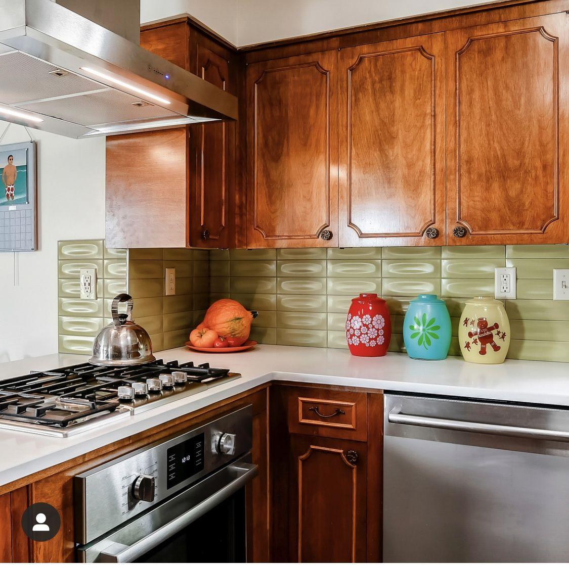 Avocado green backsplash 😍 Kitchen inspirations, Green