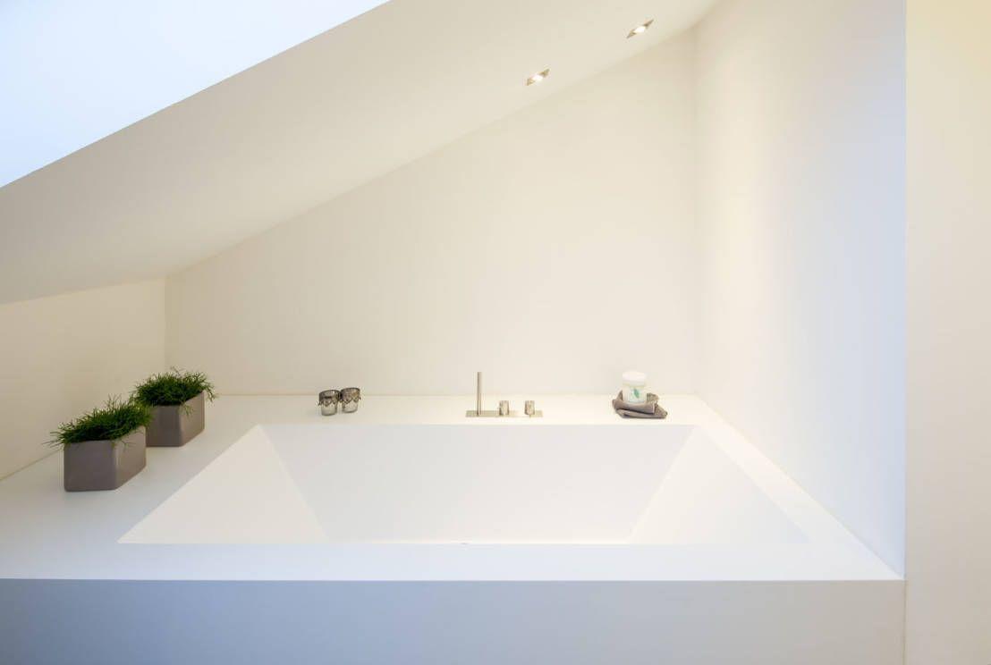 Minimalistisches haus mit wellnessoase minimalistisches badezimmer