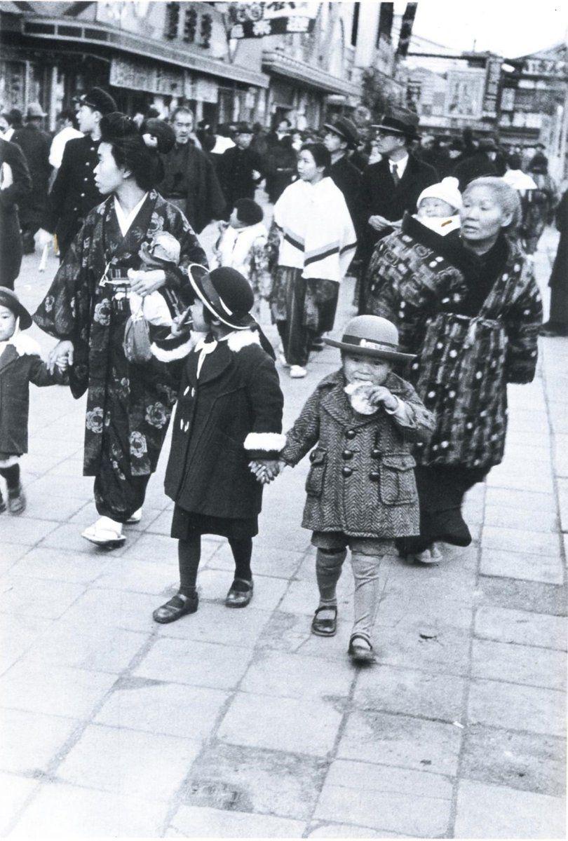 03b0f1337ae Family outing in Asakusa. 昭和11年、浅草ロックにて。 | Vintage Japan ...