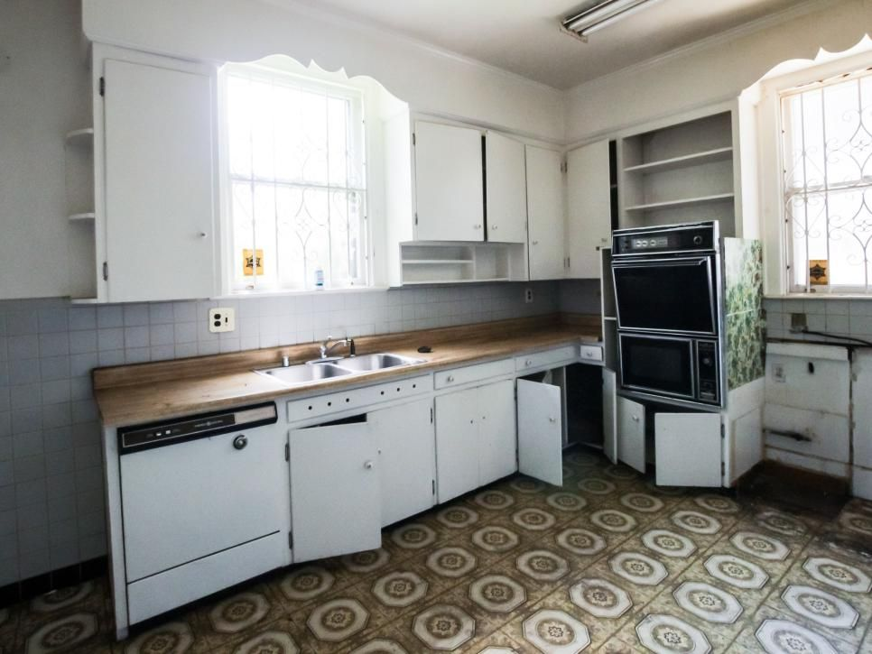 20 Small Kitchen Makeovers By Hgtv Hosts Kitchen Design Small