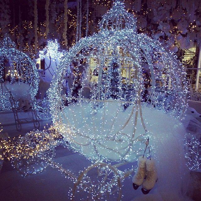 Stunning Lighted Princess Carriage Winter Wonderland Wedding Decor Wedding Themes Winter Wonderland Wedding Theme Winter Wonderland Wedding