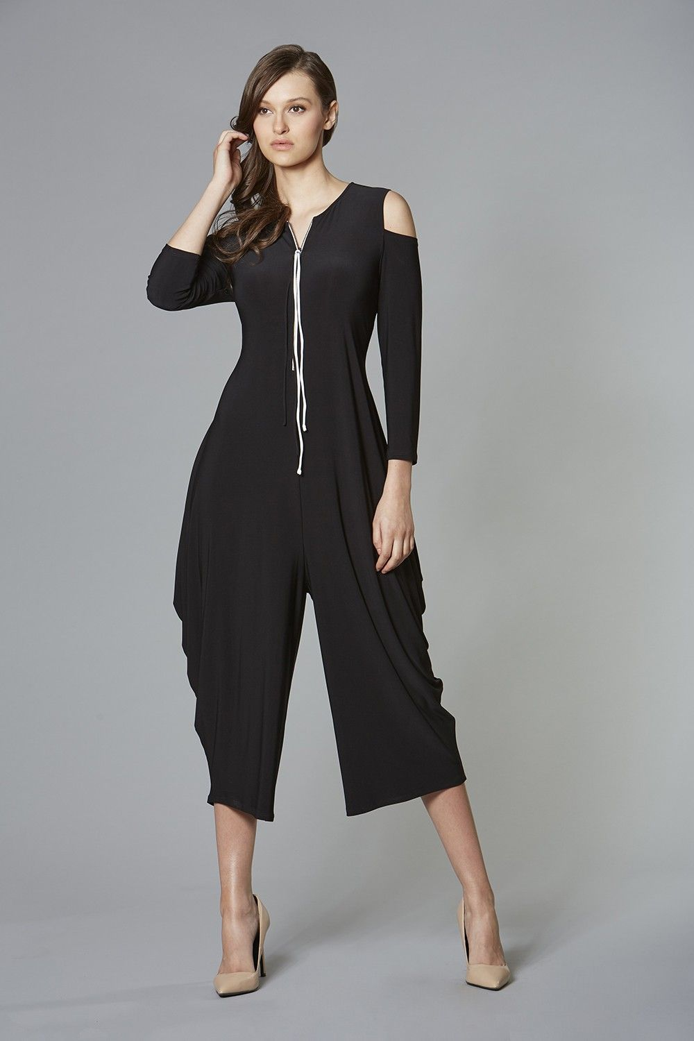 Style Number: 200 Color: BlackȏVanilla Material: 20