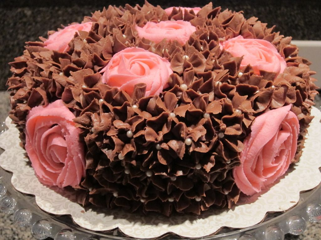 Made this with the chocolate frosting under and then white swirls ...