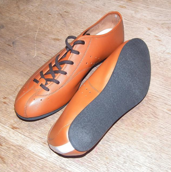 """""""Shoes for toeclip devotees who want to look a million bucks on or off the bike for considerably less"""" http://road.cc/content/review/170336-quoc-pham-new-fixed-shoes"""