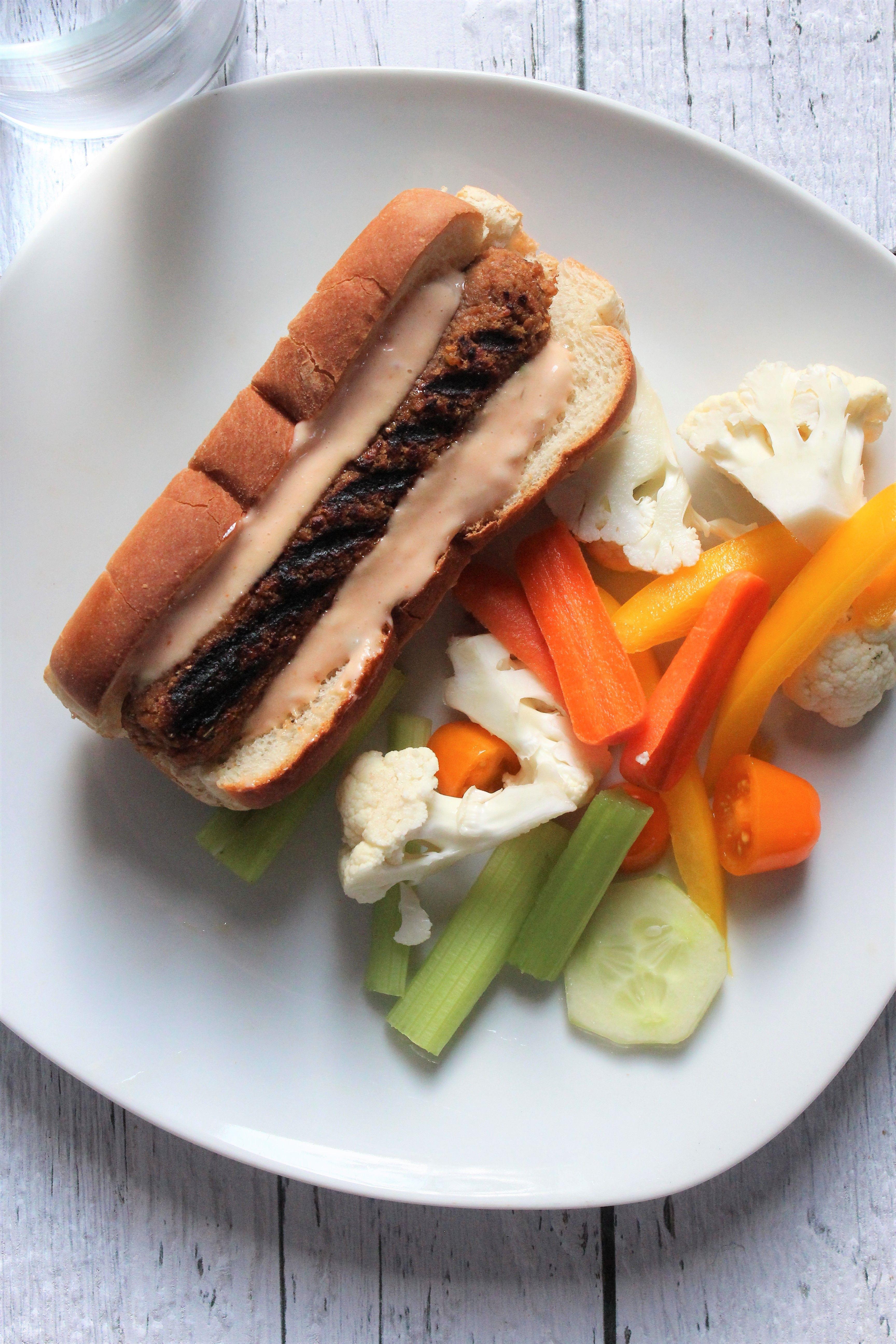 Hot dog avec saucisses de pvt et sauce à big mac maison ...