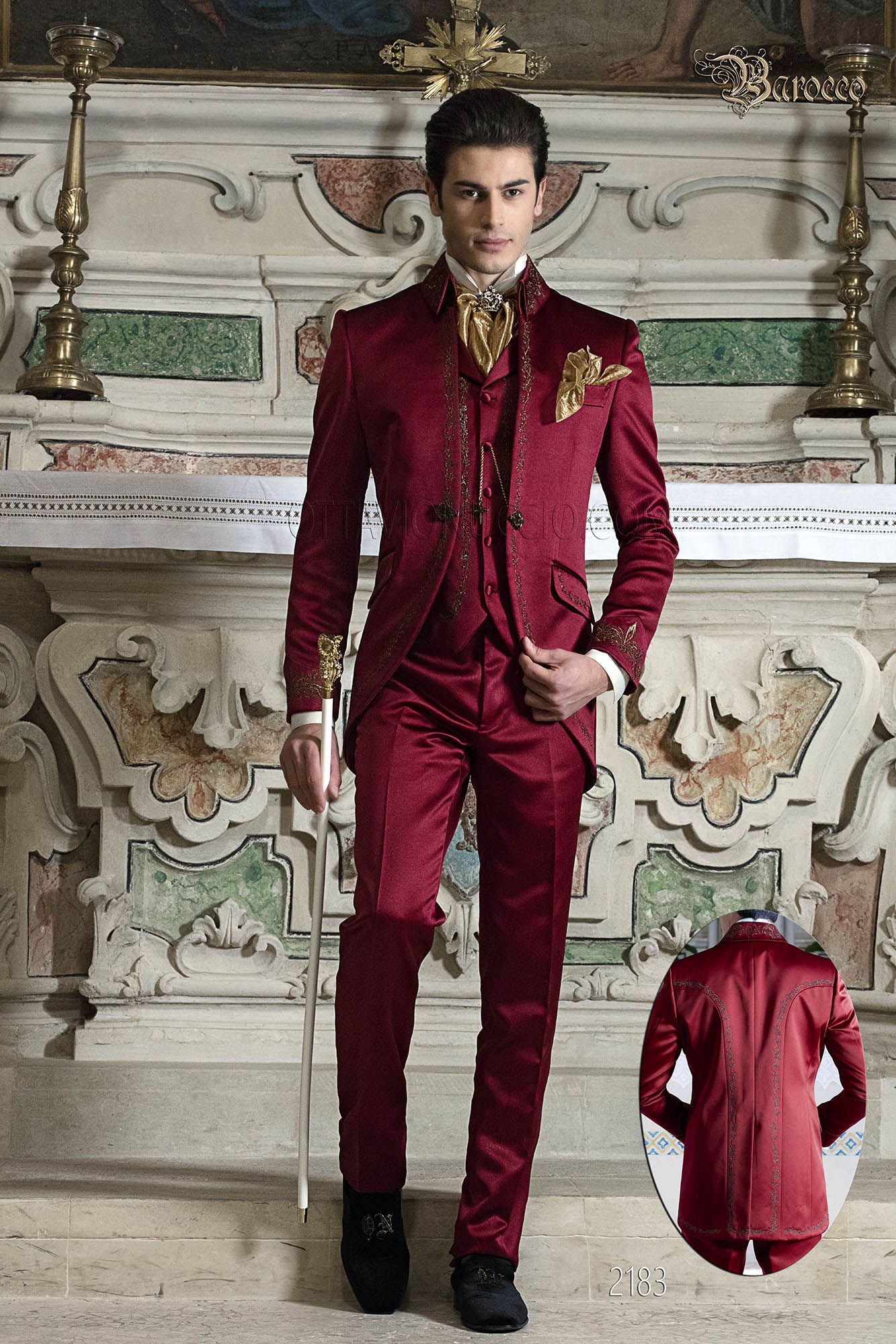 Red suit in satin with golden embroidery and napoleon ...