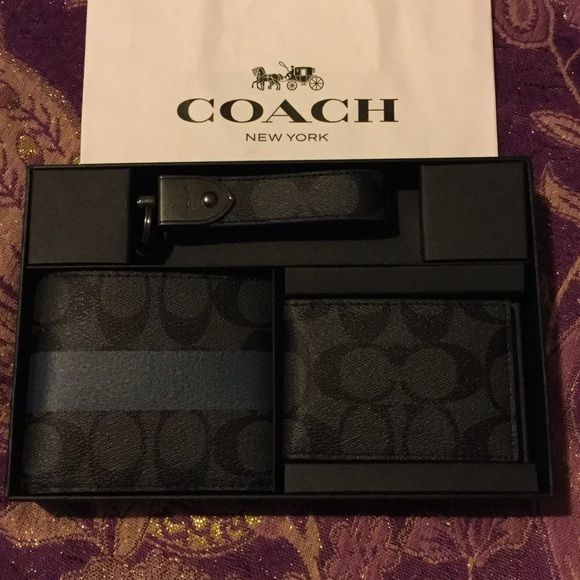 c90bbe9f2959 COACH 3-PIECE MEN'S WALLET GIFT SET COACH 3-PIECE MEN'S WALLET SET:  INCLUDES BI- FOLD WALLET, CARD HOLDER, & KEY CHAIN ALL MATCHING COACH  DESIGN GORGEOUS ...