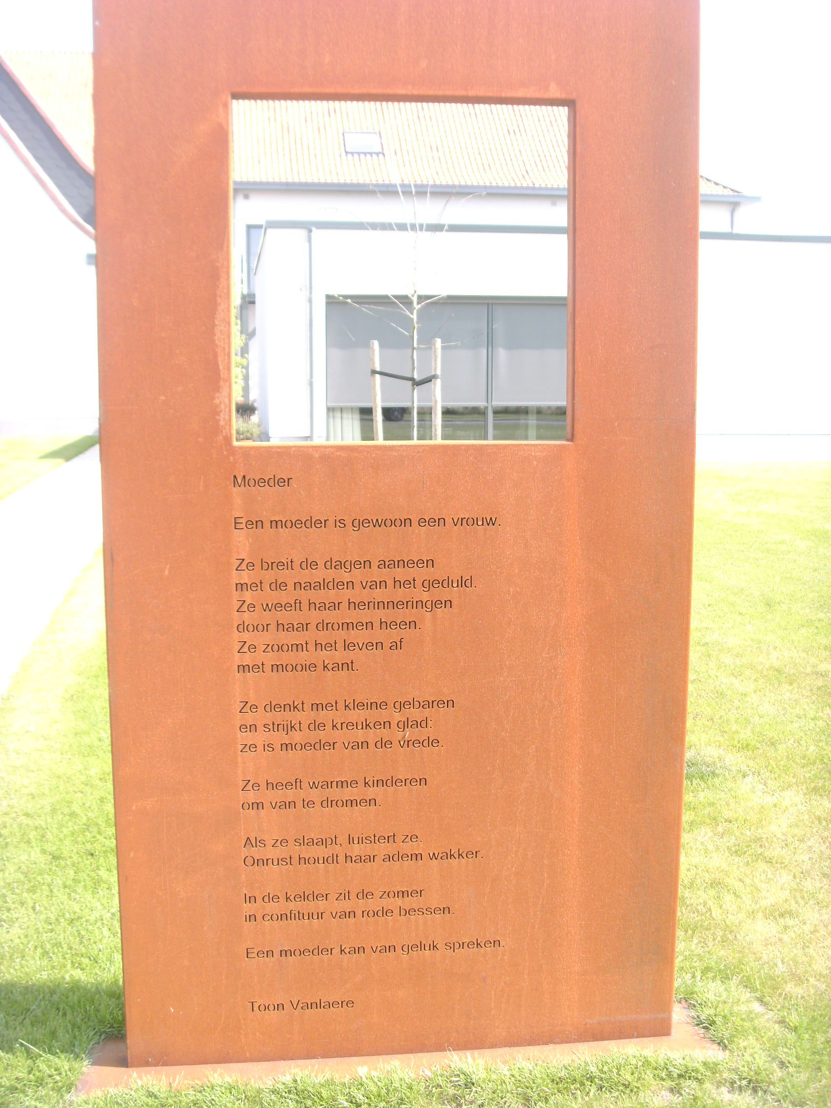 Dubbelwandige Panelen Met Doorkijkvenster In Cortenstaal