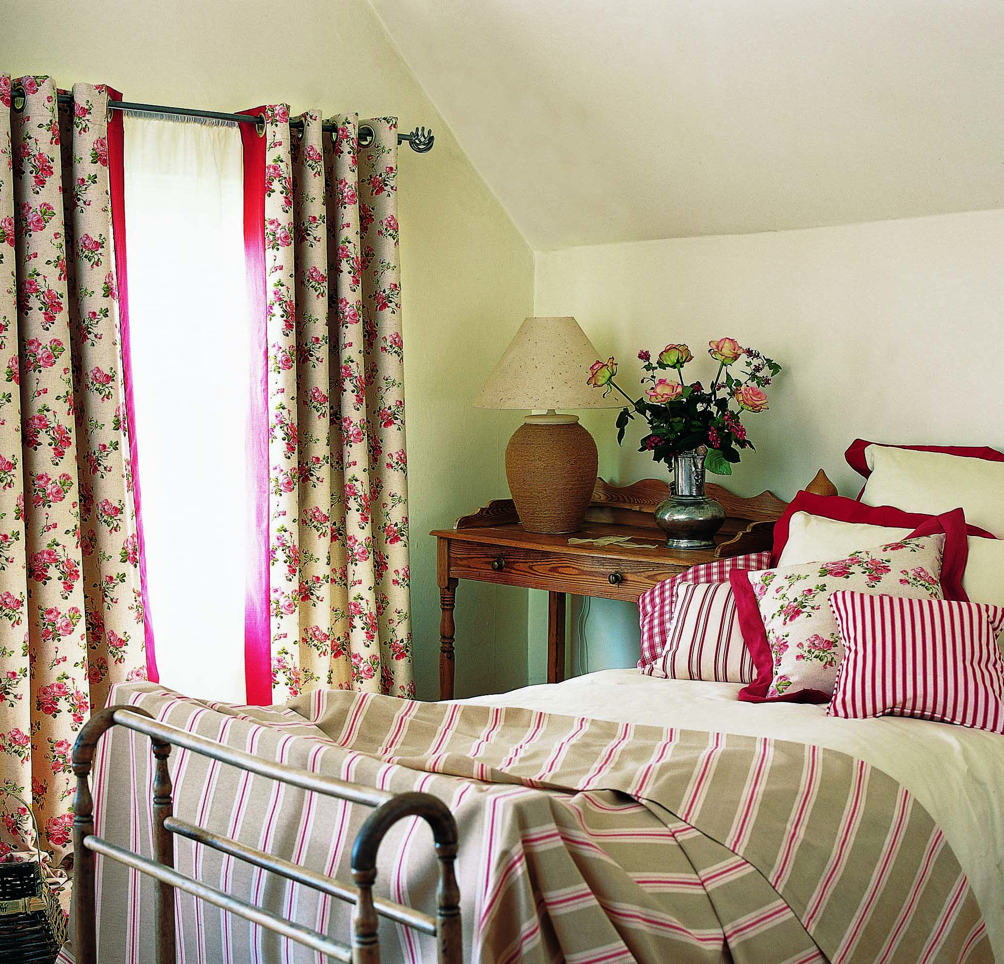 Proof That Wild Roses Can Look Perfect In Your Home All