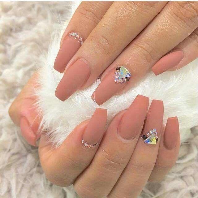 Uñas corto balerina. Color nude con pedrería | nails | Pinterest ...