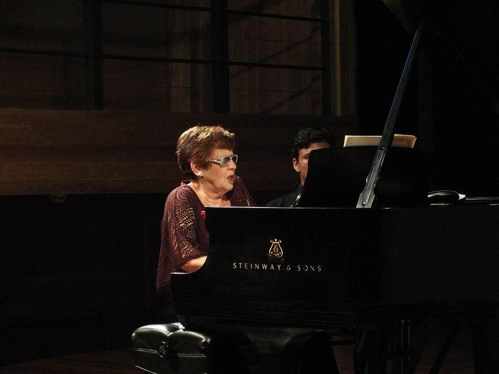 """No dia 9 de janeiro, programação da 32ª Oficina da Música tem dois recitais com ingressos gratuitos. Eles ocorrem às 12h30, no Sesc Paço da Liberdade, e às 19h, no recém-inaugurado Centro Cultural Sesi Heitor Stockler de França. No concerto das 12h30, apresentam-seos alunos da pianista russaOlga Kiun. São elesBruno Theiss, André Bertoncini, Renato...<br /><a class=""""more-link""""…"""
