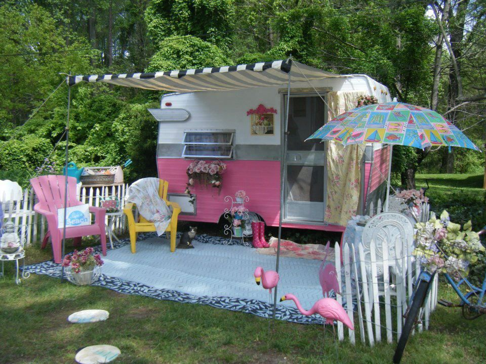designed by Barbara Crescenzo Vengalli and her hubby. Her very own little outside dollhouse!! How darling!!! Oh she just sold it.