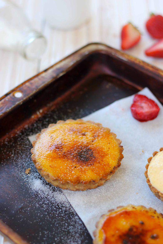 creme brûlée tarts with roasted strawberries