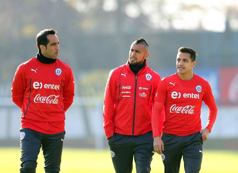 Bravo, Vidal y Sánchez. Las máximas figuras de la Roja.