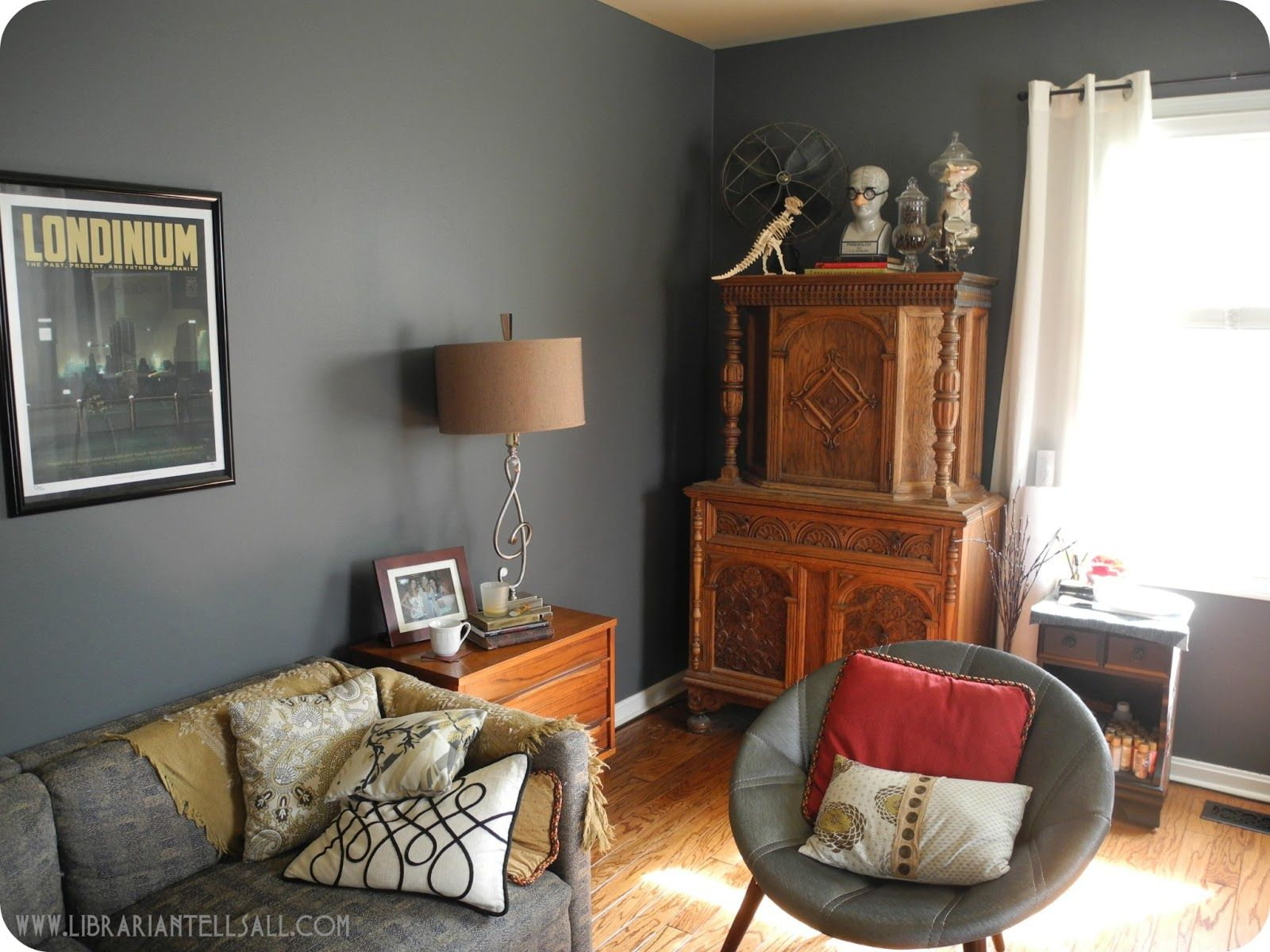 gray walls + wood + science theme | living room ideas | pinterest