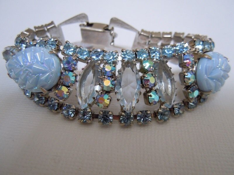 Lovely Unsigned Vintage Shades of Blue Rhinestones & Molded Glass Bracelet