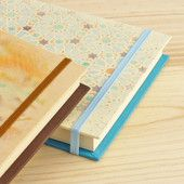 Sketchbook with elastic closure  /  Cuaderno de bocetos con goma de cierre