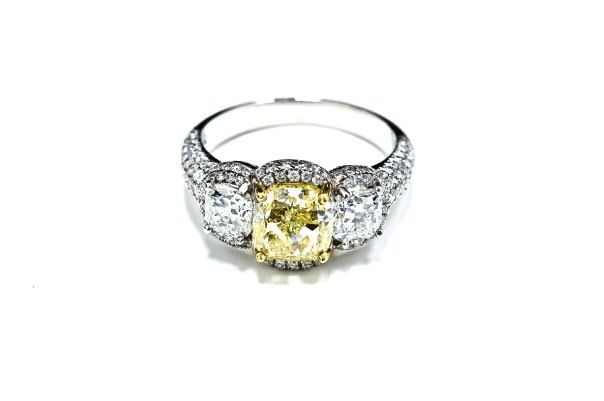 2.06 fancy yellow cushion gia 1.14ct match cushion on the side D si1 and 1.17 of microwave F vs2 Amazing ring .