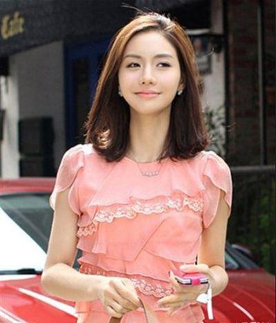 Rambut pendek sebahu korean style dress