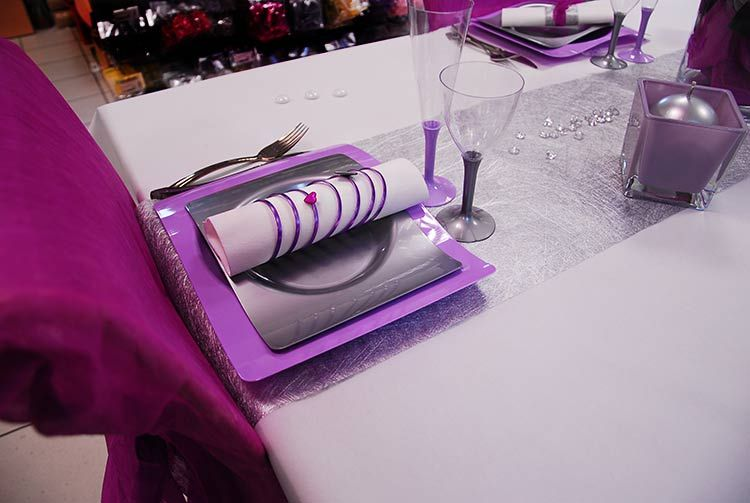 d coration de table de mariage sur les nuances de violet. Black Bedroom Furniture Sets. Home Design Ideas