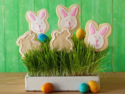 Easter Bunny Centerpiece! Use our Food Colors from Nature: http://bit.ly/ColorsFromNature