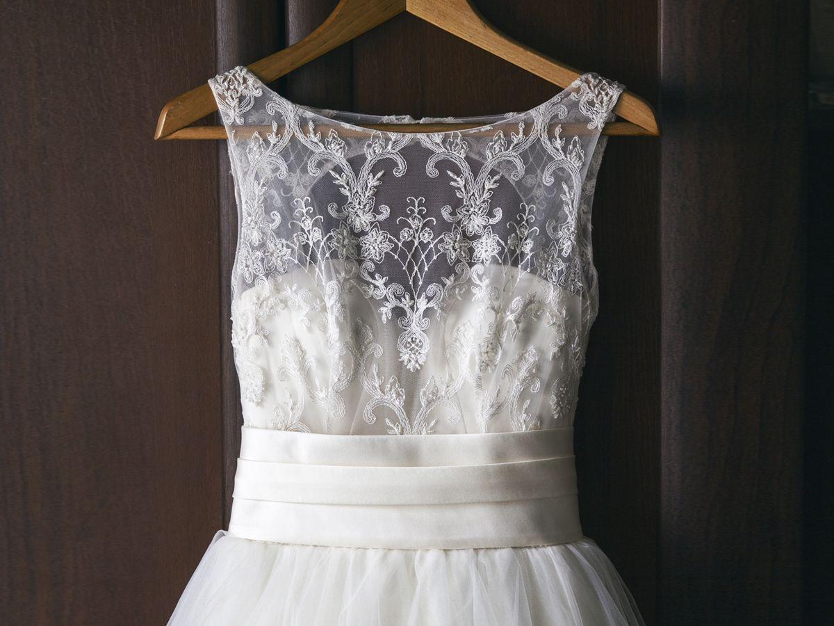 So kann man ein altes Brautkleid wiederverwenden  Weiße