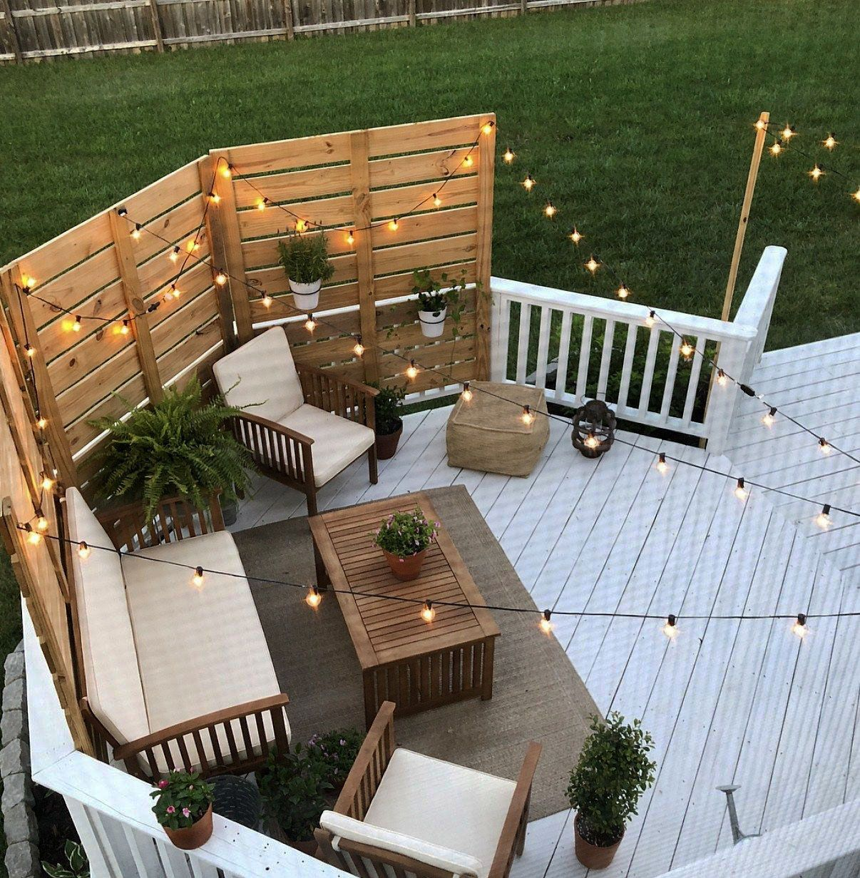25 Chic Patio Ideas To Try In Your Backyard Meuble Terrasse Terrasse Arriere Decoration Exterieur