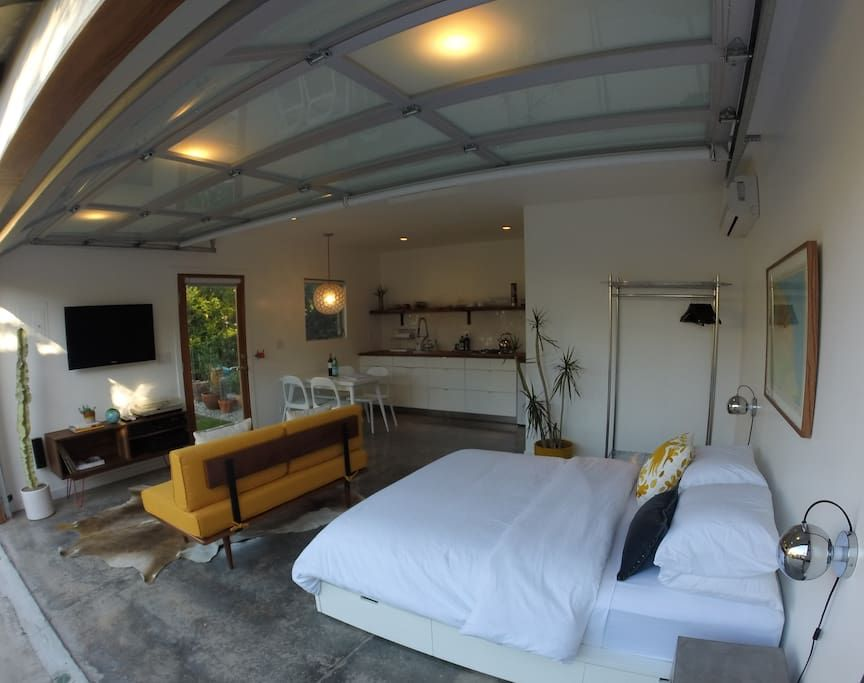 Check out this awesome listing on Airbnb: Modern Guest House In Venice Beach - Apartments for Rent in Venice