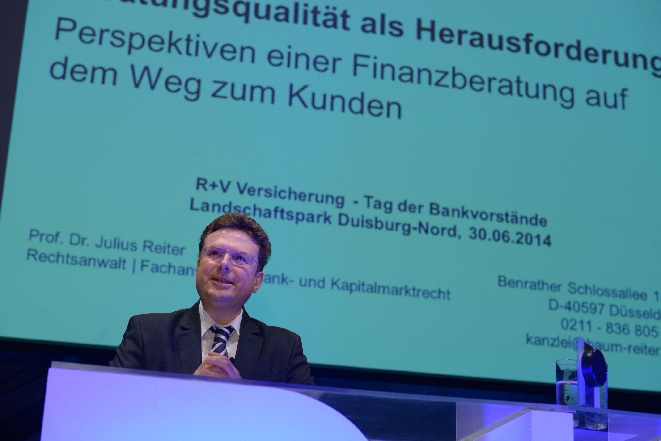 Prof. Dr. Julius Reiter zum Thema Verbraucherschutz in der Finanzbranche