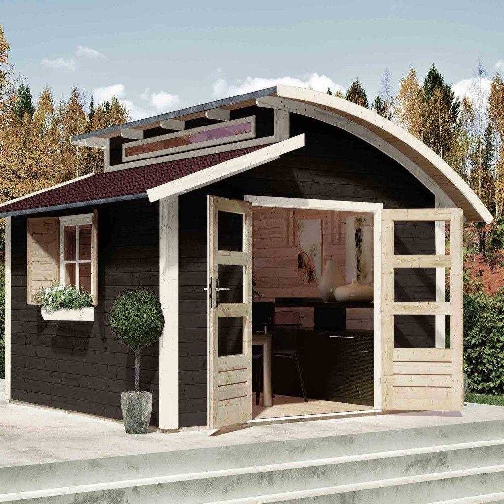Gartenhäuser aus Holz mit hellen Fenster und Türrahmen