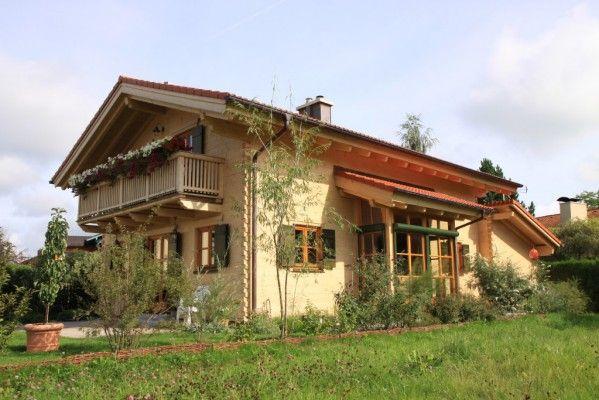 Chiemgauer Holzhaus log home bayern view from the side blockhaus bayern setenansicht