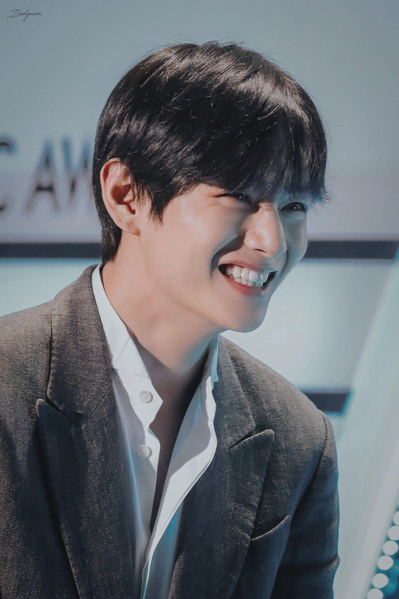 Khi anh cười là cả một bầu trời thương nhớ