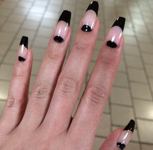 Coffin Nails very chic #coffinnails #nailfashion #chic