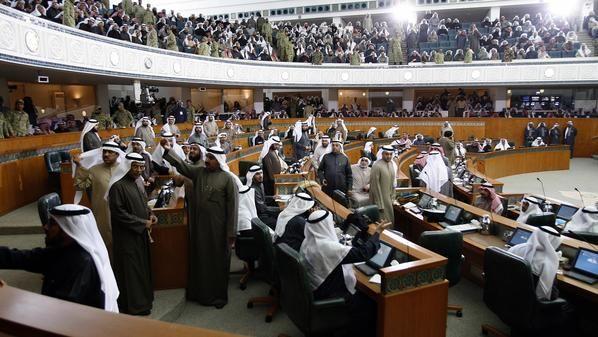 نائب في البرلمان الكويتي يطلب استجواب وزيرة التخطيط والتنمية - http://www.mepanorama.com/372974/%d9%86%d8%a7%d8%a6%d8%a8-%d9%81%d9%8a-%d8%a7%d9%84%d8%a8%d8%b1%d9%84%d9%85%d8%a7%d9%86-%d8%a7%d9%84%d9%83%d9%88%d9%8a%d8%aa%d9%8a-%d9%8a%d8%b7%d9%84%d8%a8-%d8%a7%d8%b3%d8%aa%d8%ac%d9%88%d8%a7%d8%a8/