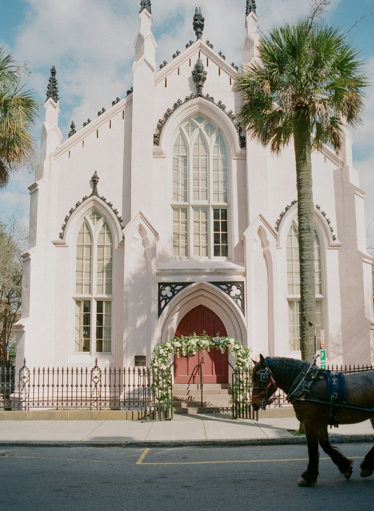 French Huguenot Church In Charleston Sc Wedding Flowers By Tara Guerard Soiree And Photos By C Charleston Wedding Venues Charleston Winter Charleston Wedding
