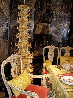 爱 Chinoiserie? Mais Qui! 爱 home decor in Chinese Chippendale style - pagoda, Suzanne Tucker