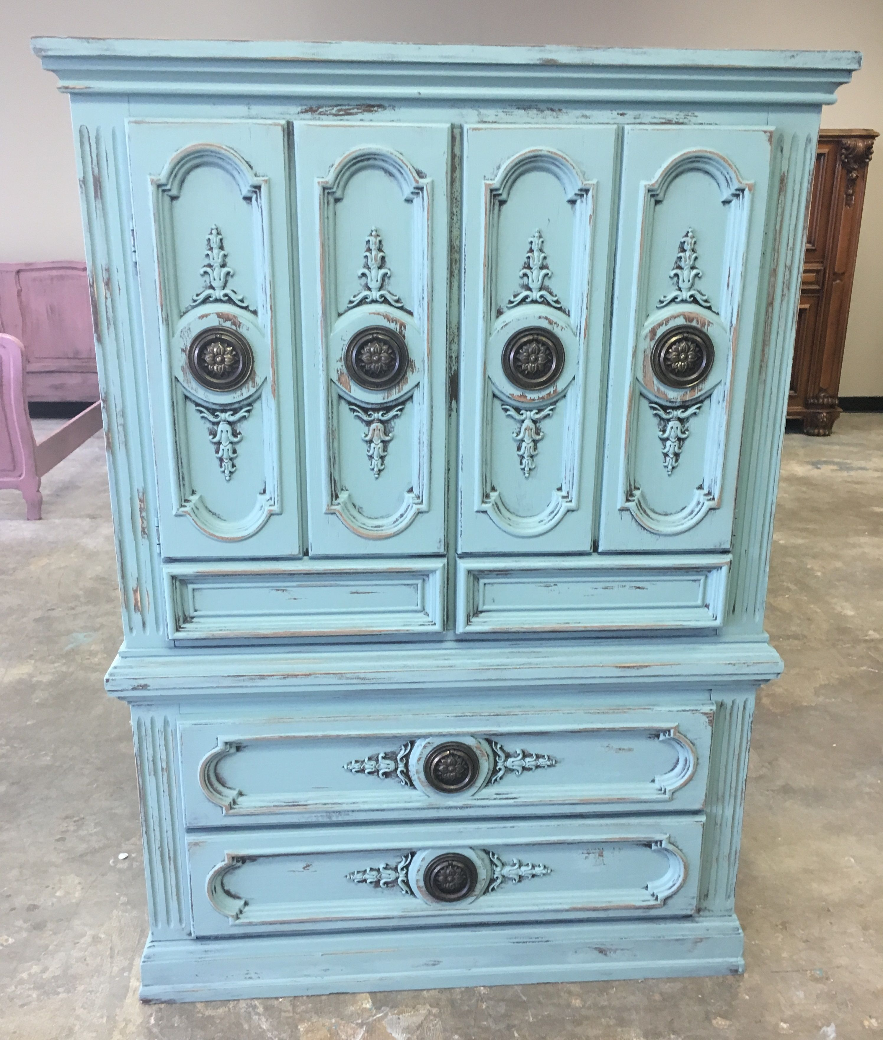 Check Out This Gorgeous Queen Anne Style English Buffet This Would Be A Statement Piece In Yo Shabby Chic Buffet French Country Furniture Shabby Chic Painting