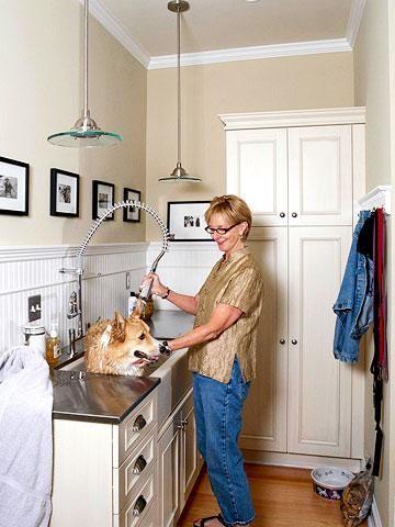 15 Pet Friendly Mudroom Features Mudroom Dog Room Dog Washing