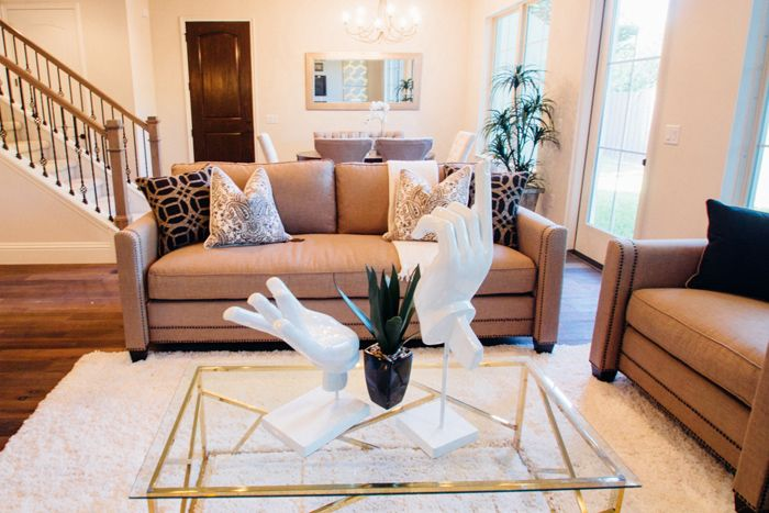 A very popular look right now is modern glamourdecor. This look is a…
