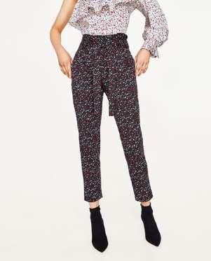Pantalón estampado con cinturón combinado de Zara (19,99 euros / 29,95 euros). - AR Revista