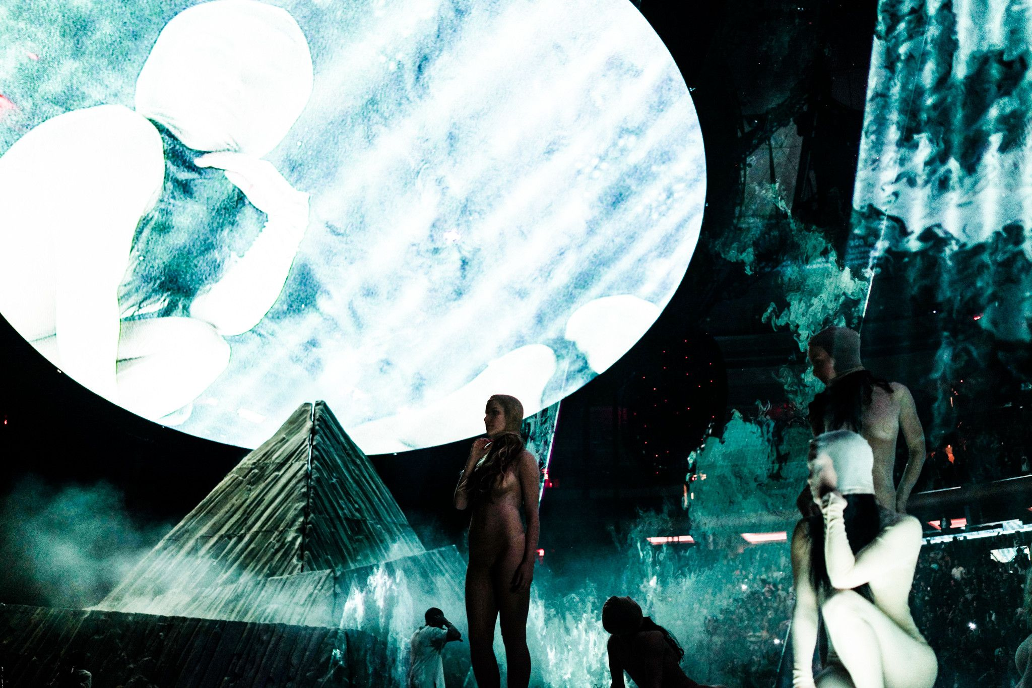 Yeezus Tour Wallpaper Images Pictures Becuo