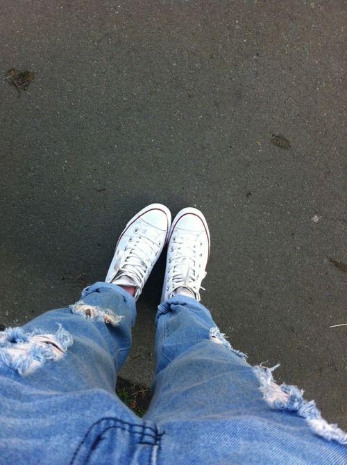 Boyfriend jeans & converse <3 (SHOP: http://www.yeltuor.com.au/product/view/id/9231)