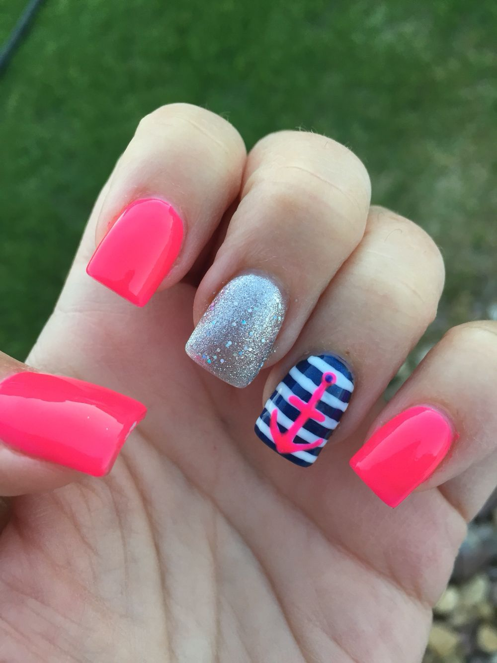 I love the hot pink and navy together
