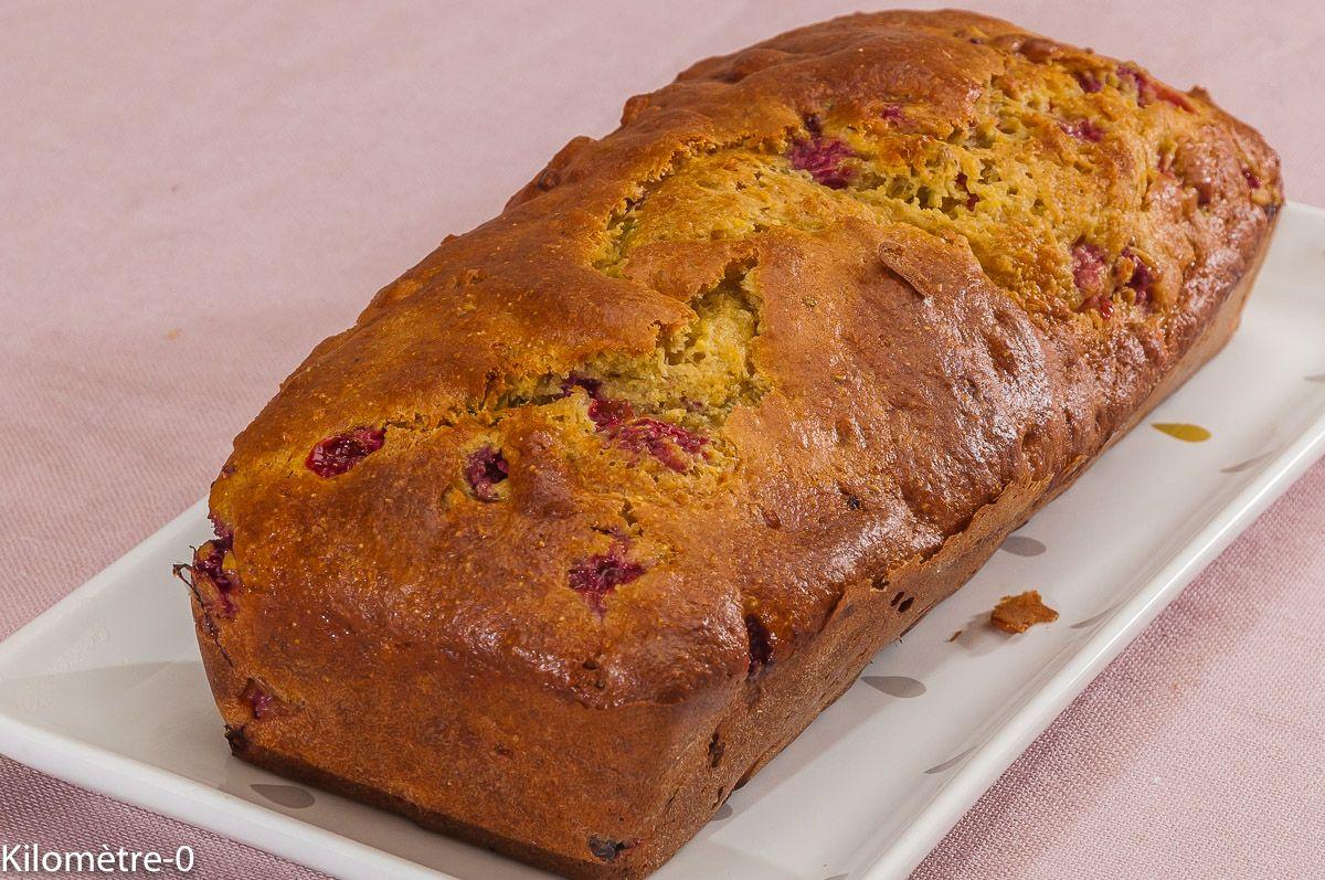 Un gâteau du matin à faire avec une farine de type 65, de la semoule de maïs, des pistaches et des framboises !