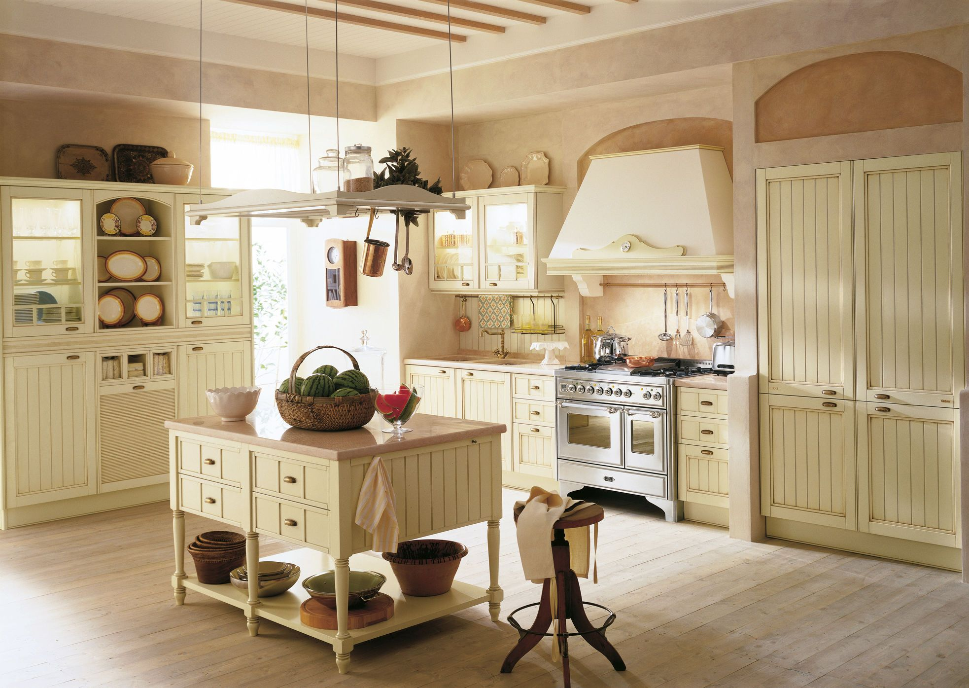 Traditional kitchen in wood island lacquered aida for Arredamento industrial chic