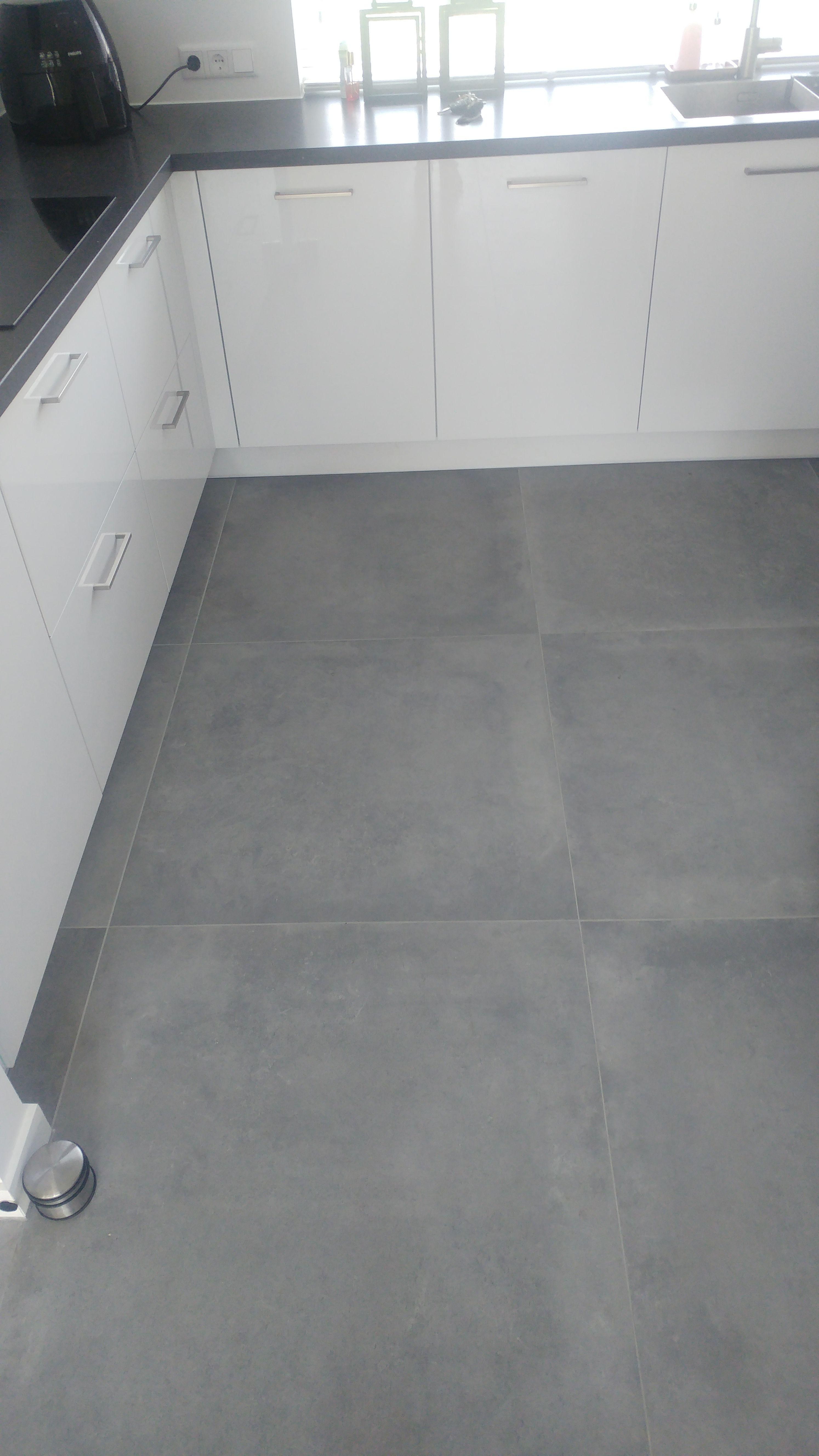 Een grote stoere betonlook 90x90 (48-MT) Tegelhuys. | Tegelhuys ...